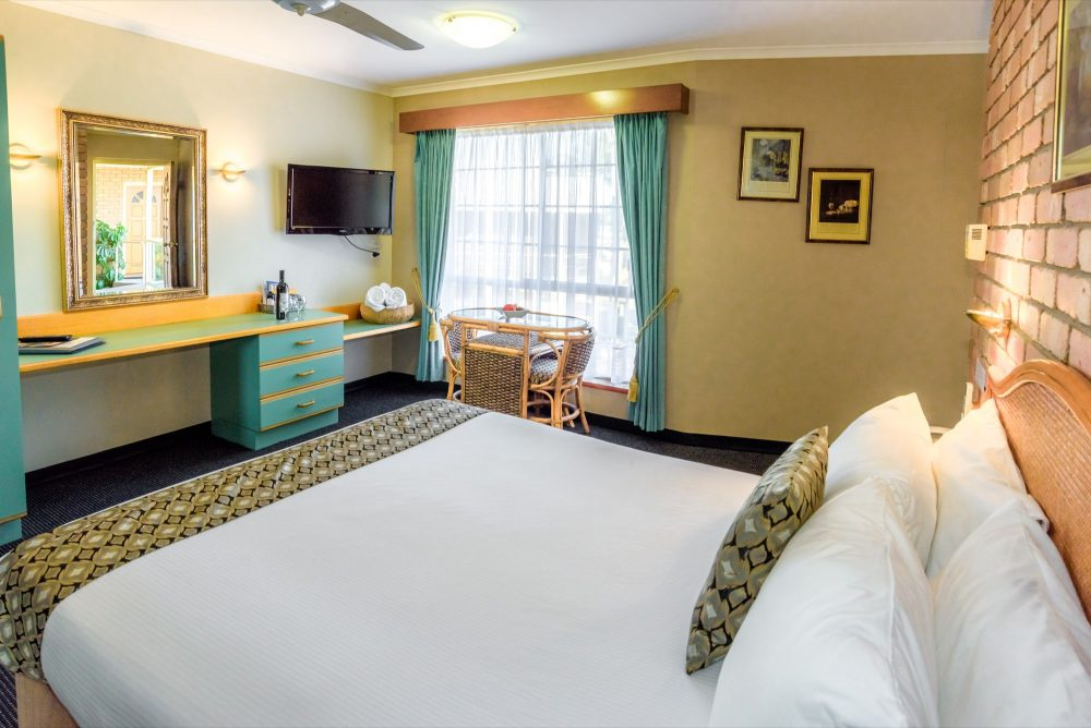 room-executive-queen-suite-2